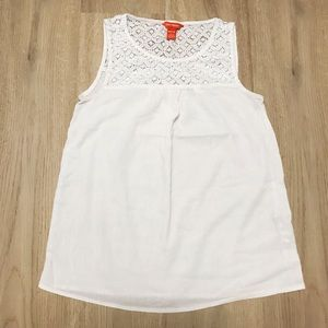 White sleeveless blouse with lace